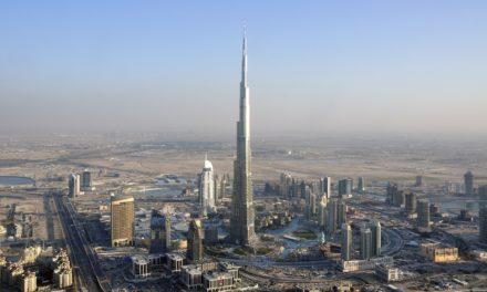 Видео: iPhone 7 полетя от най-високата сграда в света
