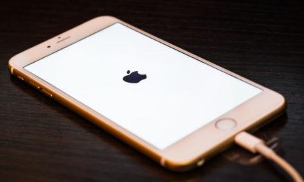 Мъж почина от токов удар, опитвайки се да зареди iPhone в банята