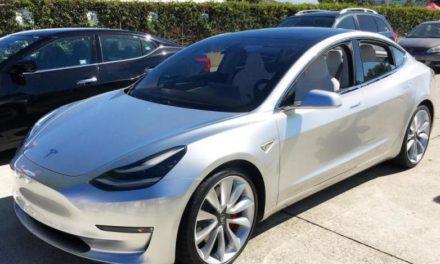 Вижте как Tesla Model 3 оживява с помощта на iOS 11 и iPhone
