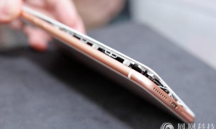 iPhone 8 Plus се отвори по време на зареждане